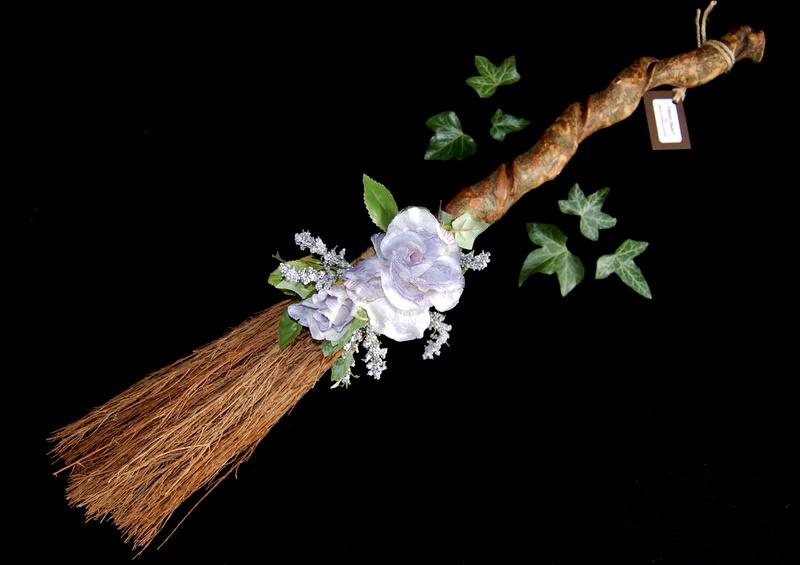 número anterior dedicado a los handfasting hablamos de los aspectos previos a tener en cuenta a la hora de casar o ser casados por la ceremonia wiccana.